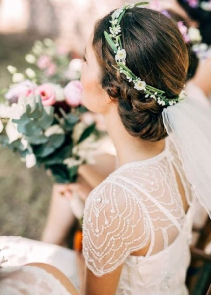 25-Stunning-Spring-Flower-Crown-Ideas-For-Brides8.jpg