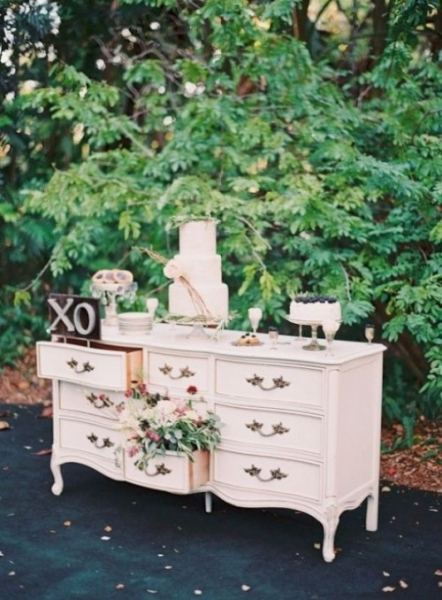25-beautiful-and-practical-ways-to-use-a-vintage-dresser-in-your-wedding-13-500x678.jpg