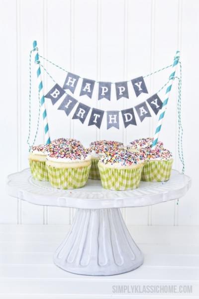 chalkboard-printable-alphabet-bunting-with-cupcakes-550x825.jpg