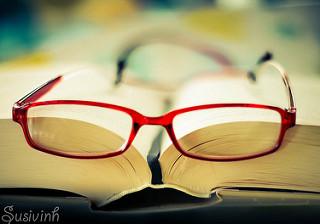 photopin_bookredglass