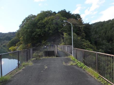 城山湖・余水吐管理橋