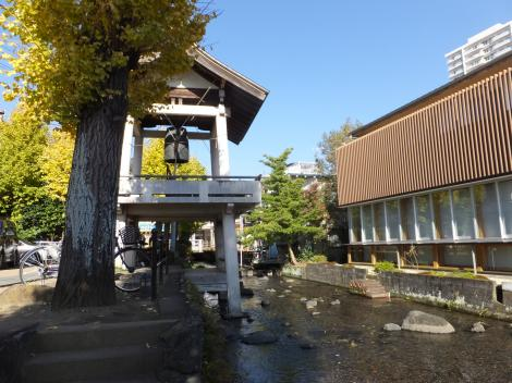 三島市・源兵衛川「時の鐘」
