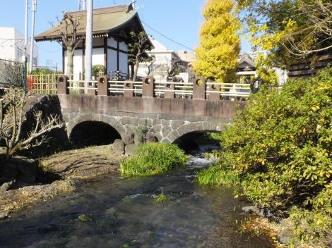 三石神社付近・アーチ形の橋