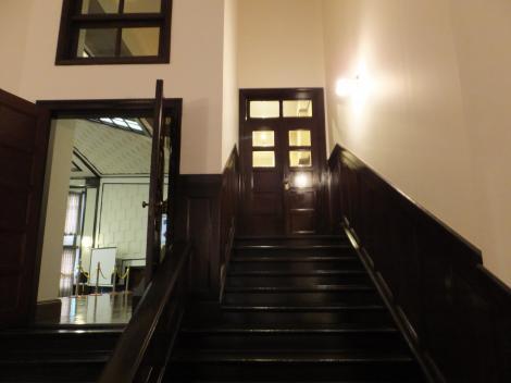 市ヶ谷記念館・大講堂階段