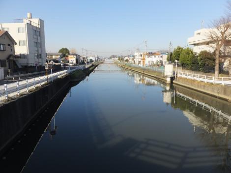大場川伏越を背に大場川上流を望む