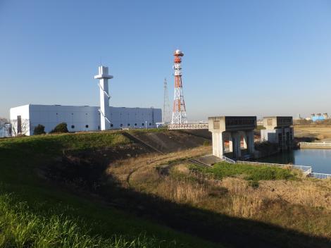三郷排水機場と樋管