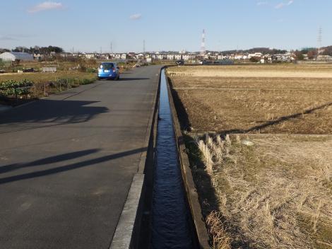 相模川左岸幹線用水の支線用水路・海老名市上今泉
