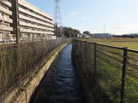 相模川左岸幹線用水路・榎戸制水門付近