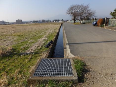 相模川左岸幹線用水の支線用水路・榎戸制水門