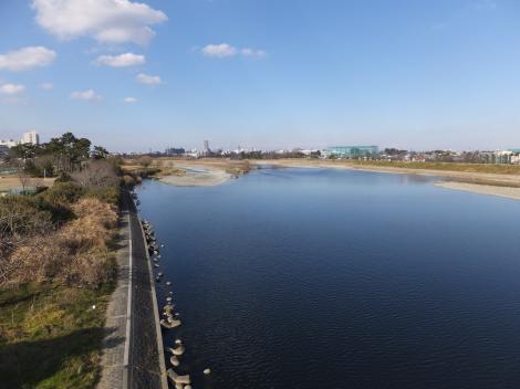 多摩水道橋より多摩川上流を望む