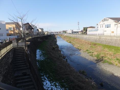 都道11号線・水道道路沿いの野川