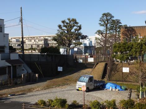 多摩川左岸より砧下浄水所を望む
