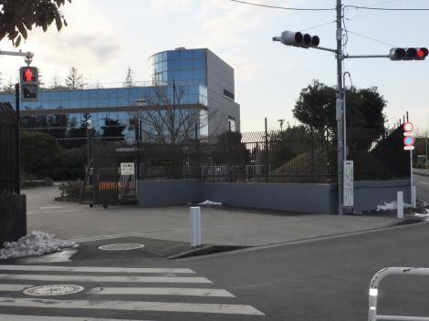 砧浄水場正門
