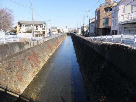 三沢川伏越より三沢川下流を見る
