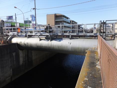 東京都水道局・新川橋水管橋