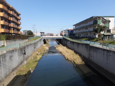 二ケ領用水・平瀬川交差点付近の平瀬川下流