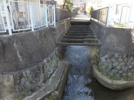 旧三沢川に支流が合流・指月橋