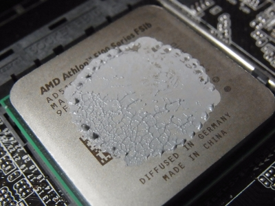 CPU クーラーにグリスを丸く塗る方法