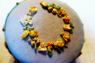 えびすみつこリボン刺繍 フローラルリース
