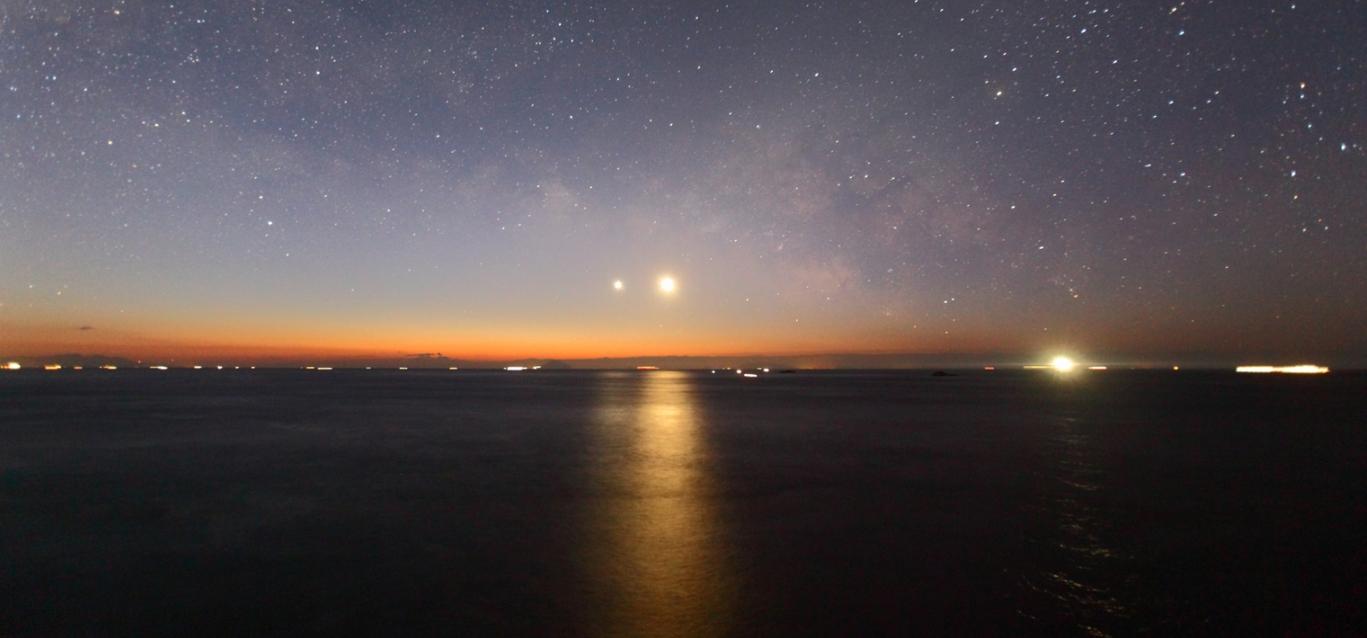 明けの明星と月