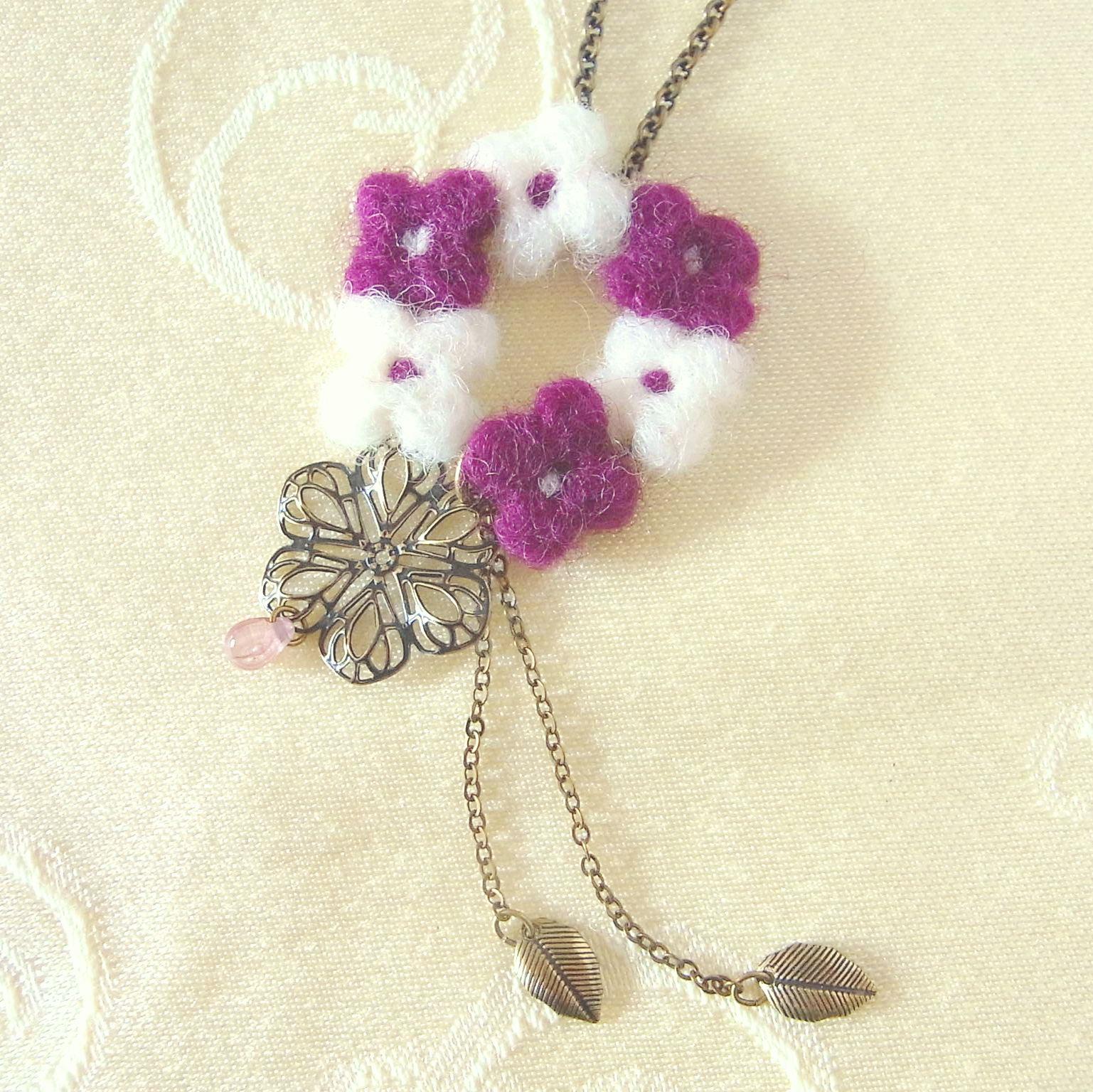 小花のネックレス紫全体