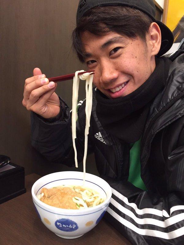 【画像】香川真司、好物のうどんを食べ納め「2015,the last UDON」
