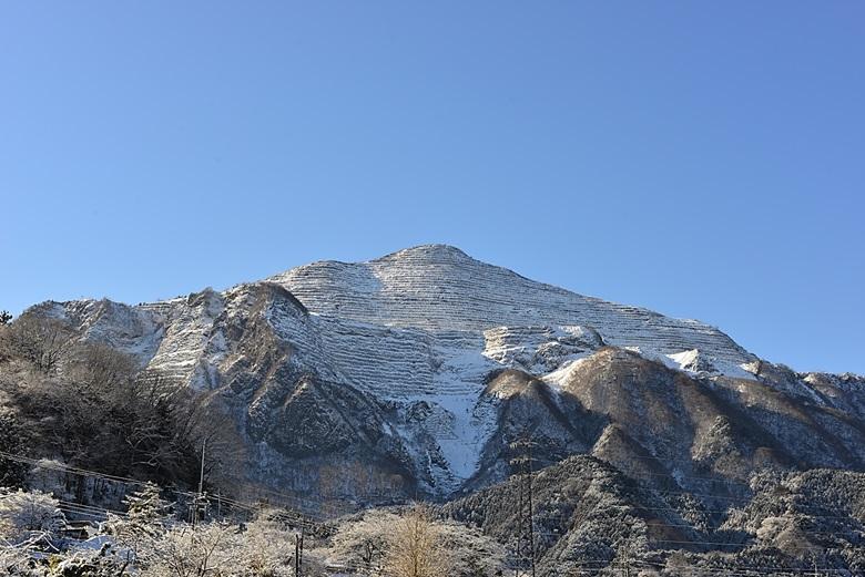 雪の武甲山