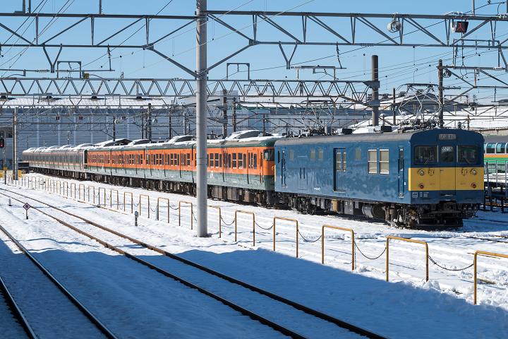 クモヤ145-328s
