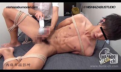 【gaypornゲイ動画Hc】縛って自由を奪われたイケメン男子が電マ攻撃に遭う!! 男子大学生2名の射精観察