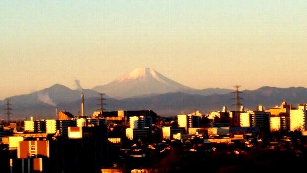 朝日に照らされる富士