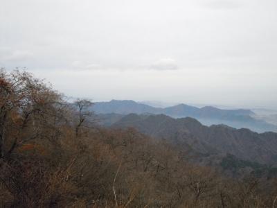 大山山頂から三峰山方面を