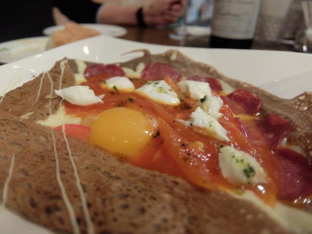 サラミとモツァレラチーズのガレット