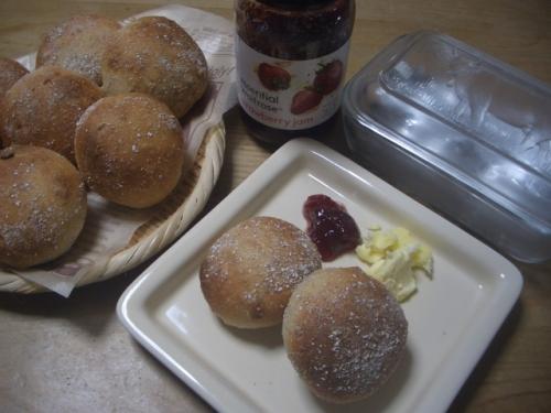 手作りパン(ナッツ入り全粒粉パン)