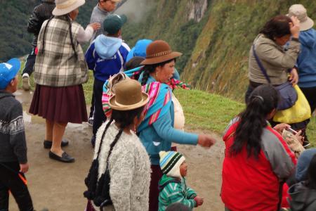 ペルー人観光客民族衣装も