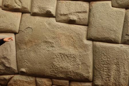 これが12角の石