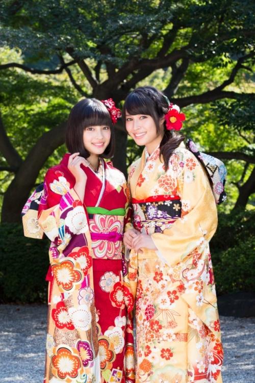 広瀬アリス&広瀬すずが晴れ着姿「姉妹ケンカ?たまに」