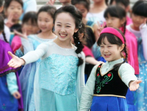 本田望結紗来、「アナ雪」衣装で姉妹共演