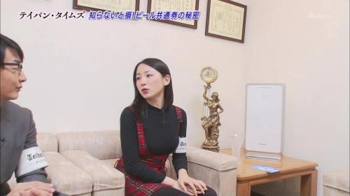 吉川友が新年早々おっぱいアピール!サスペンダー限界おっぱい搾り!