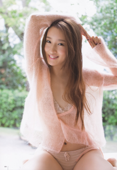 梅田彩佳、卒業を発表 「10年間キラキラさせてくれた」
