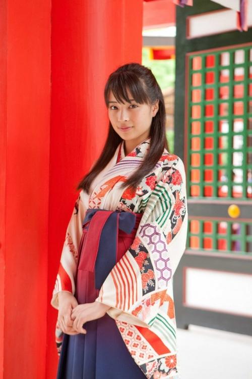 広瀬すず、「ちはやふる」衣装で東京ガールズコレクションのランウェーに初出演
