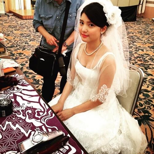 川島海荷、純白のドレス姿公開 「結婚して!」求婚の声も