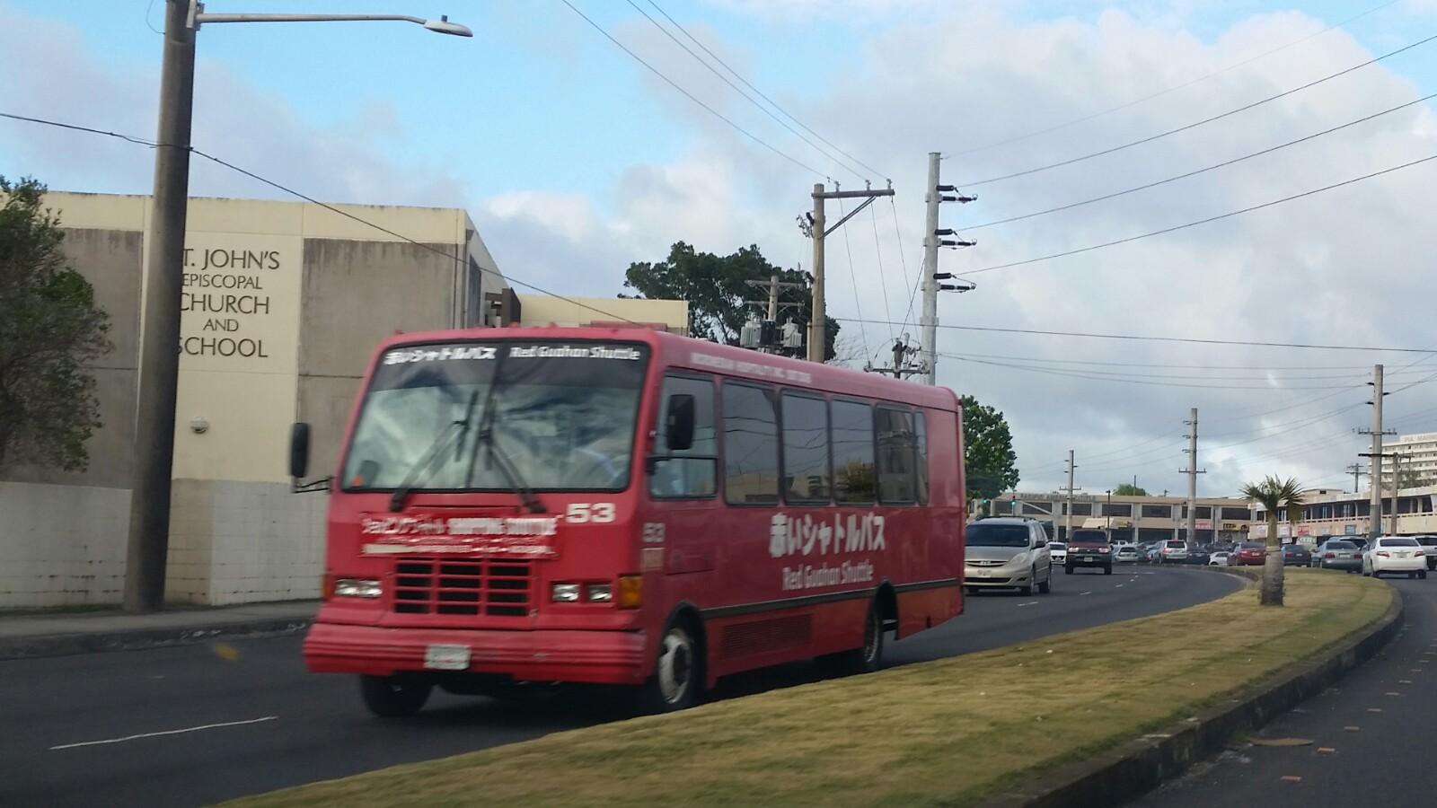 グアム赤いシャトルバス
