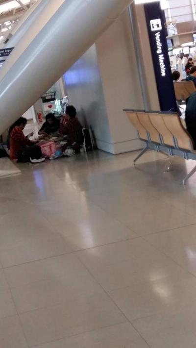 韓国人の会食風景 関西空港