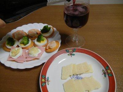 スライスしたチーズとタルティーネ