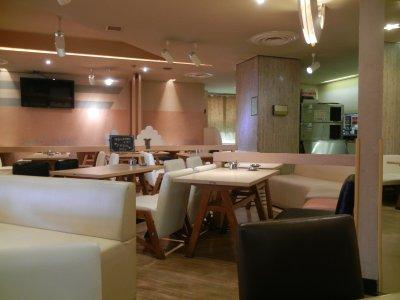 東洋レストラン・室内
