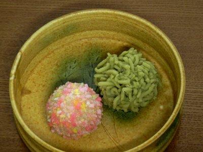 求肥製心百花&きんとん製若菜餅in黄瀬戸鉢