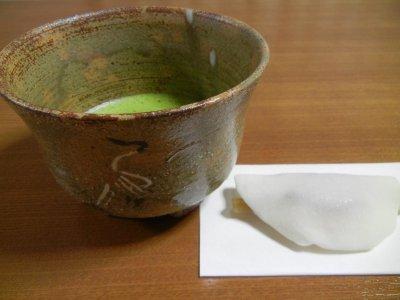花びら餅と御本立鶴茶碗写し