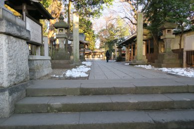 調神社・門