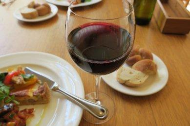 テーブルワインとパン