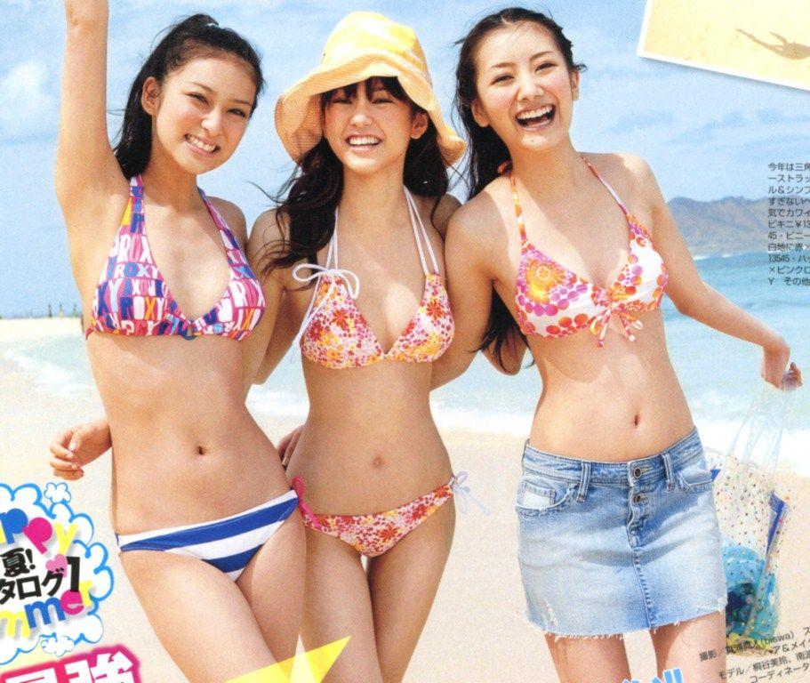 雑誌「SEVENTEEN」で水着を着た武井咲と桐谷美玲と波瑠
